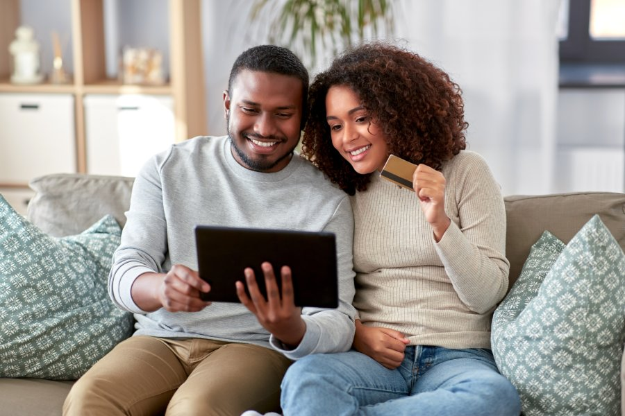 couple-buying-online-austin-ecommerce-design